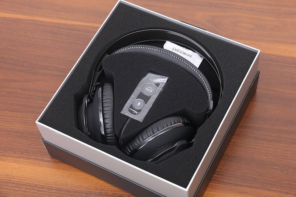 HyperX Cloud Revolver S Gaming Headset Unboxing