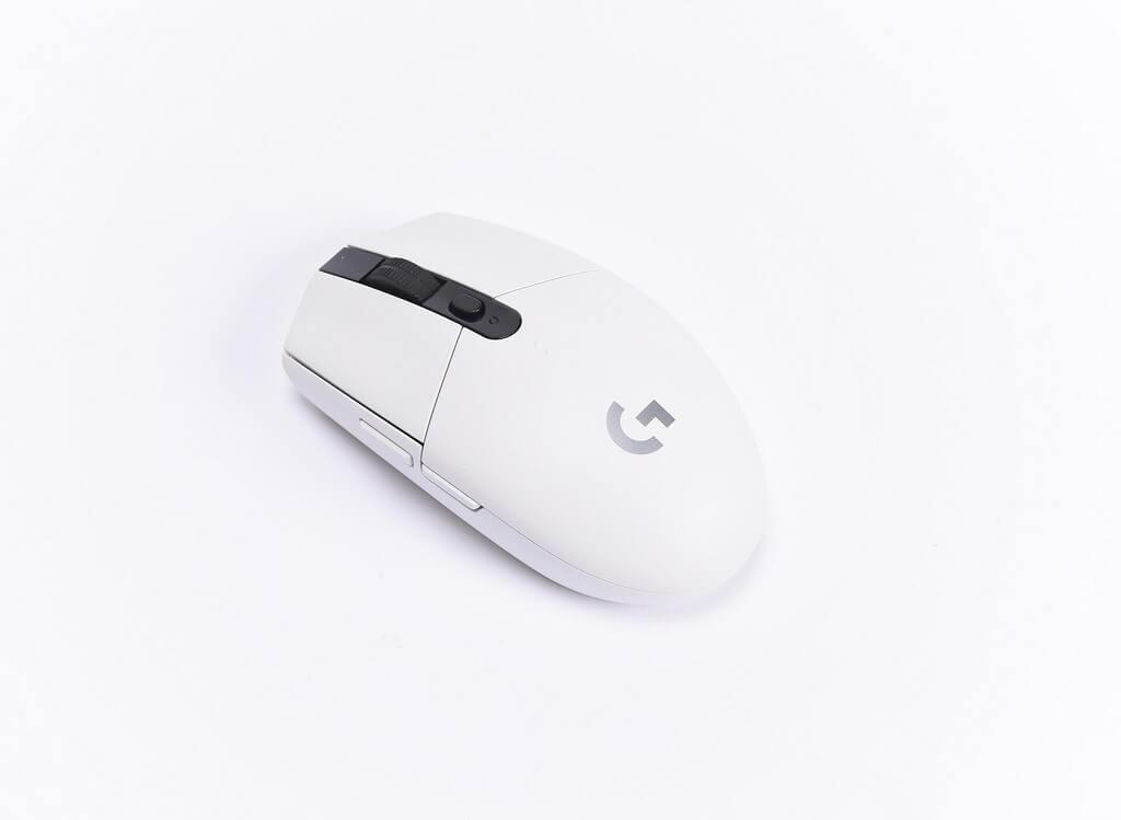 Logitech G304 Appearance